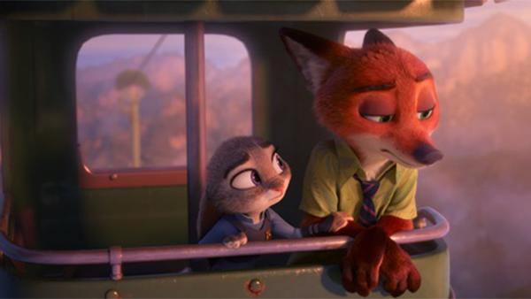 《疯狂动物城》是一部柔软的电影 里面的每一个动物看起来都那么绵软 但同时它又充满了力量 不止是一个好莱坞大片的动画演绎 更有成人世界的人生真相 或许你会在里面找到自己  人生就是一趟不断错过站的列车。 你想下,但是下不了。        1.年轻的时候,最头疼的一件事就是决定自己这一生要做什么。你可以选择复制父辈们的经验道路,安全又保险。你也可以选择遵从自己的内心,去外面的世界尝试一切。